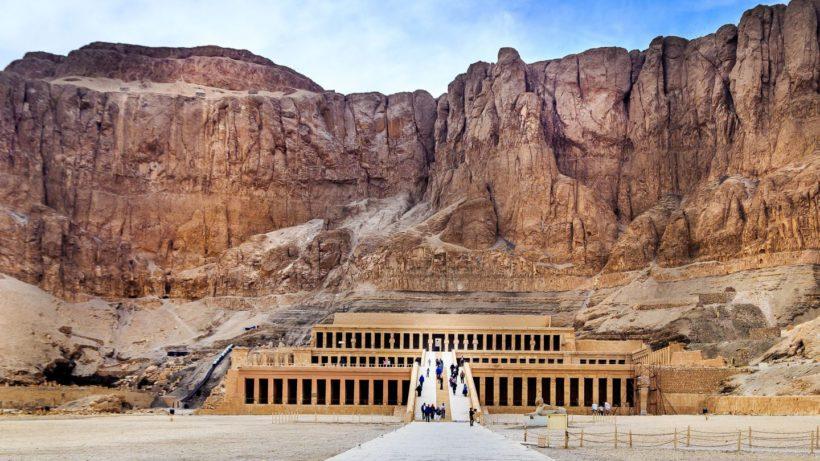 El-templo-de-Hatshepsut-en-Egipto-1440×810