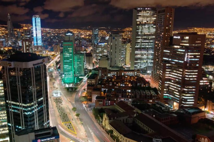 bogota-colombia-escena-nocturna